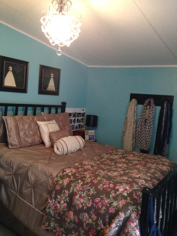 manufactured home makeover  (bedroom 2 after)