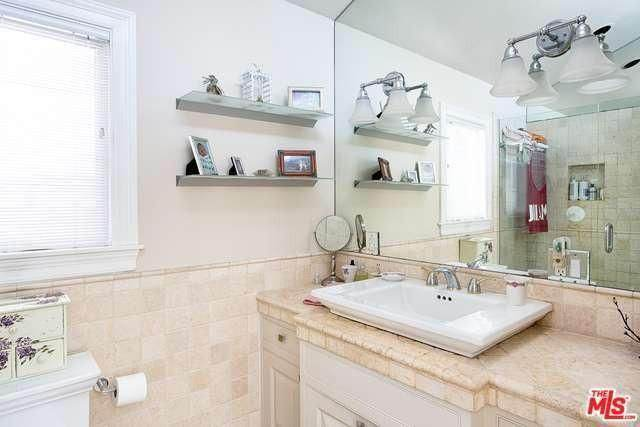 million dollar mobile home - minimalist cottage style manufactured home in Malibu - gorgeous bathroom 2