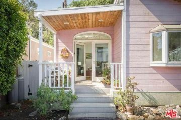 minimalist cottage style manufactured home in Malibu - pink exterior 2