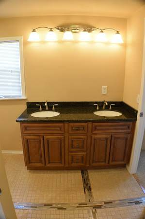 mobile home finds-washington bathroom