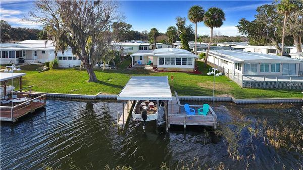 mobile home living in florida-water view
