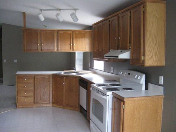 mobile home remodels-1995 double wide kitchen before