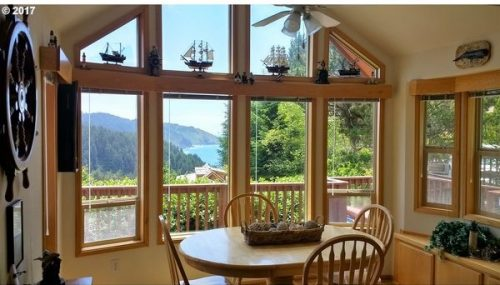 mobile homes with amazing views- breakfast nook nature lovers delight