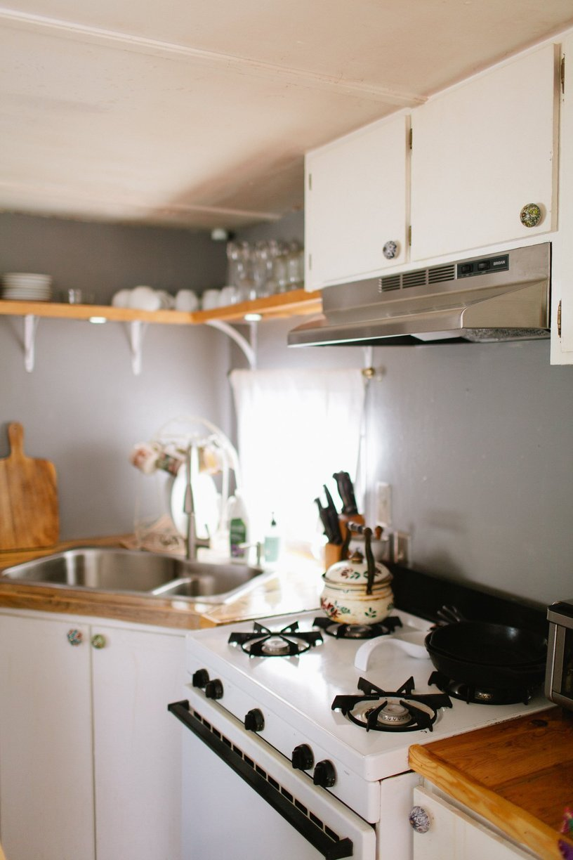 mobile home decor-modern kitchen in mobile home