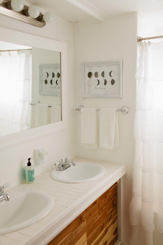 mobile home decor-modern white bathroom in mobile home