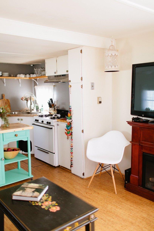 mobile home decor-modern white kitchen in mobile home