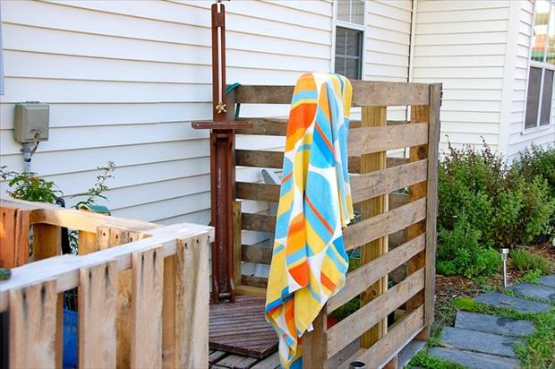 outdoor shower pallet project