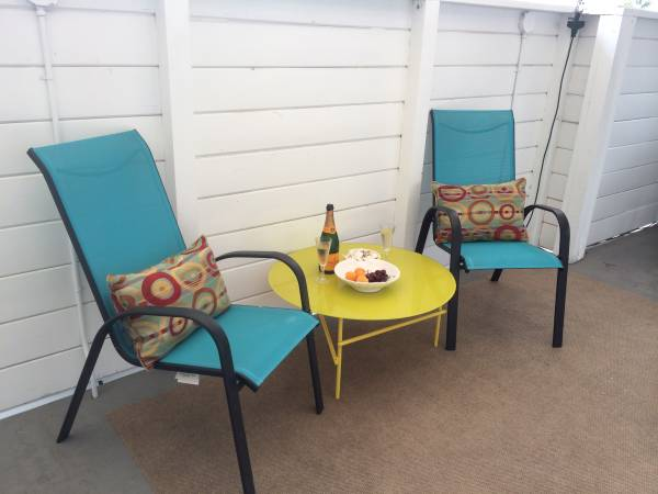 outdoor sitting area in beach cottage mobile home