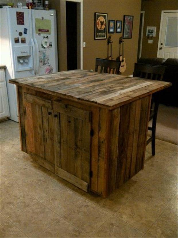 The beginner 39 s guide to pallet projects mobile home living for Pallet kitchen ideas