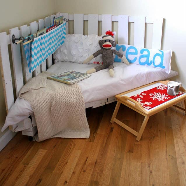 pallet projects-reading nook