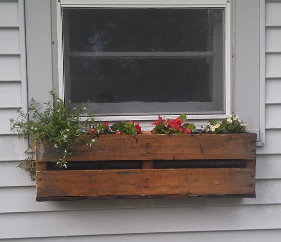 Pallet projects-window planter