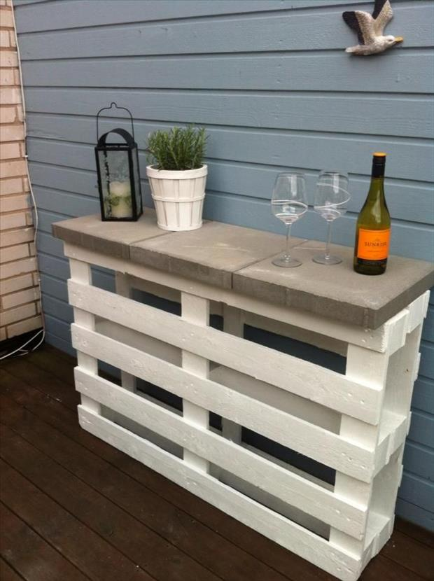 pallet sofa table for deck project