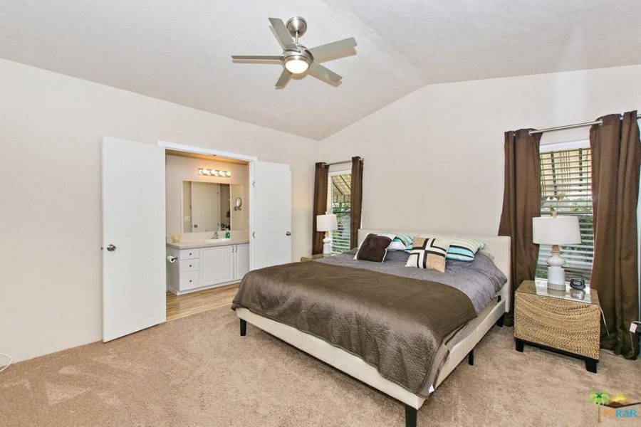 palm springs mobile home-bedroom