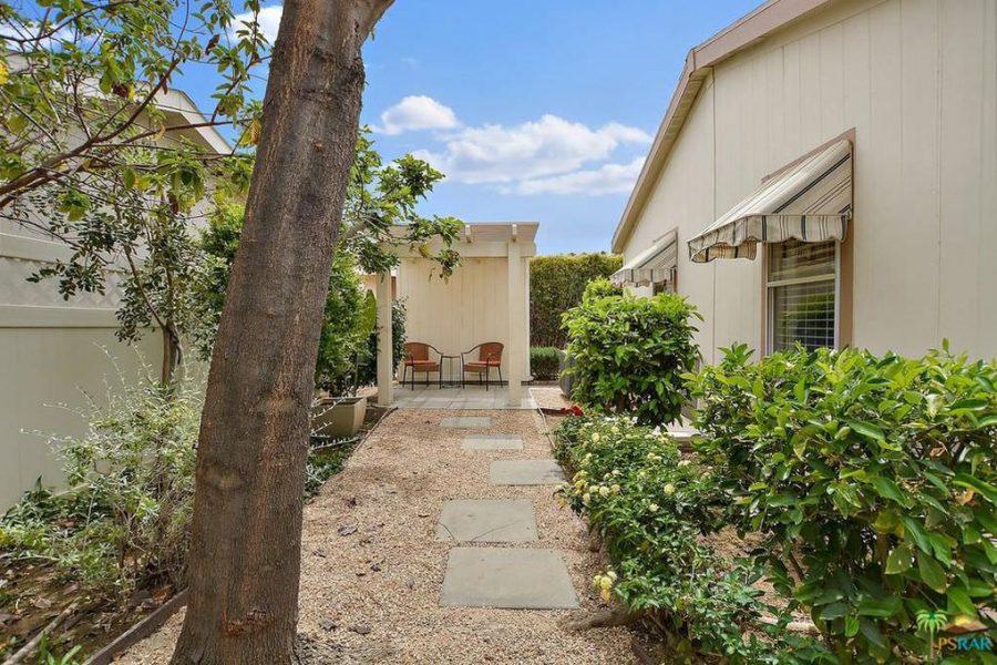 palm springs mobile home-patio