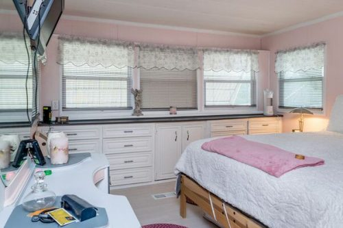 favorite mobile homes-pretty in pink-built ins