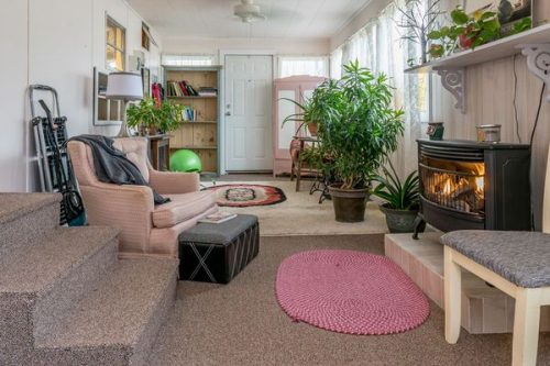 favorite mobile homes-pretty in pink-sunroom