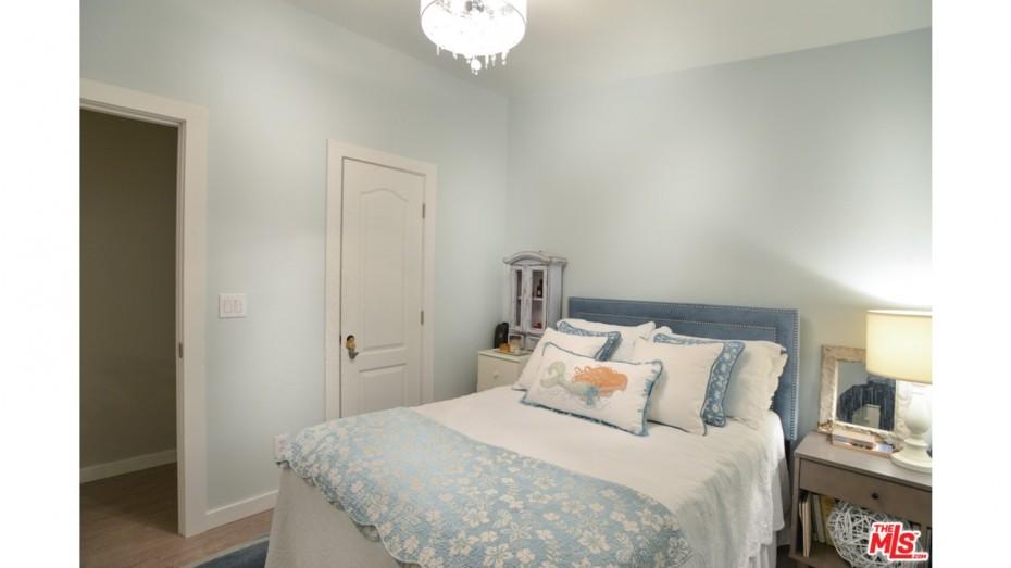 rmobile home decorating ideas -keep it simple bedroom