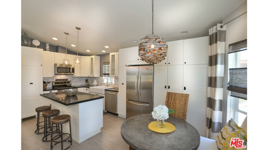 mobile home remodeling ideas -go as high as possible with the cabinets