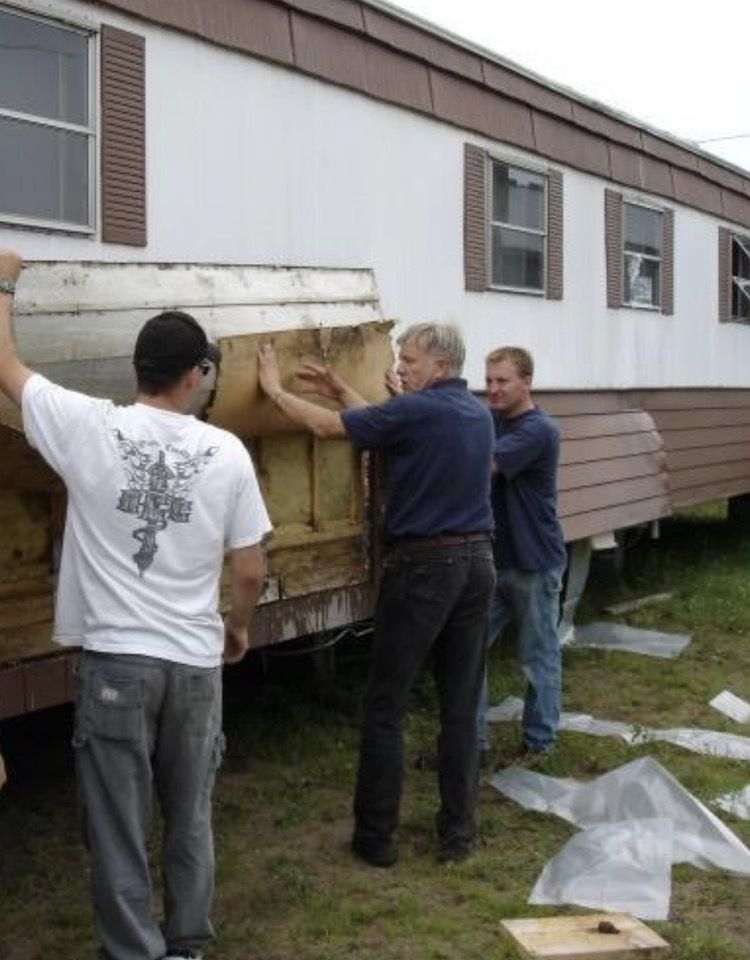 removing siding on a mobile home to blow new insulation