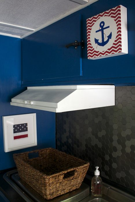 3 Cute Camper Decorating Ideas -backsplash