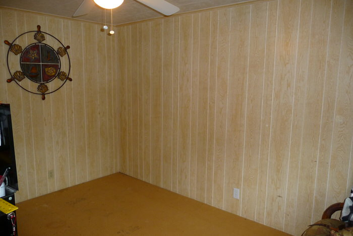 The space before the mobile home guest room makeover.