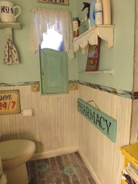 vintage farmhouse decor in a mobile home - country cottage bathroom makeover