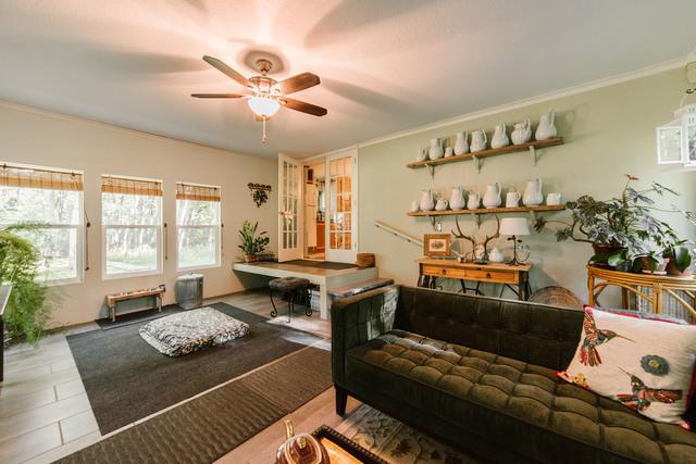 this 1997 double wide manufactured home is gorgeous - interior - living room