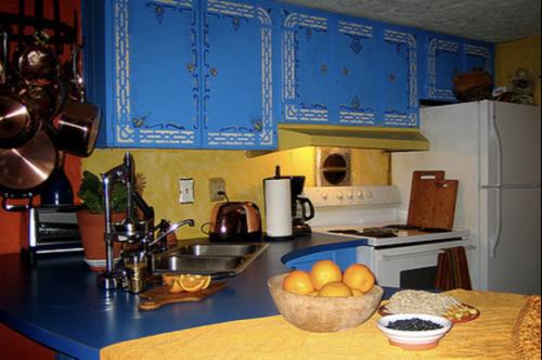 unique mobile home decor - colorful kitchen