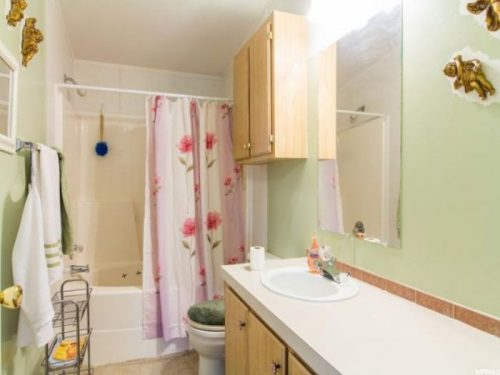 10 Awesome Craigslist Mobile Home Ads from June 2017 - UT double wide for sale master bathroom