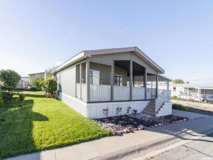 10 Awesome Craigslist Mobile Home Ads from June 2017 - 2010 double wide in UT for $49,000